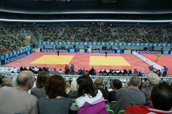V-lfyllt_under_JVM_i_Stozice_Arena